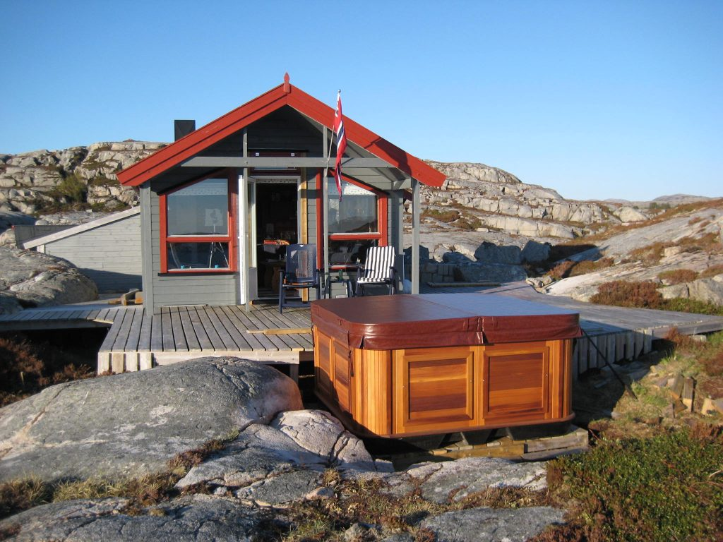 Advanced technology enables worry free installation in remote places like this beautiful Norwegian island cabin.